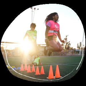 Representan nueve horas de entrenamiento en sesiones sociodeportivas para un niño o una niña.